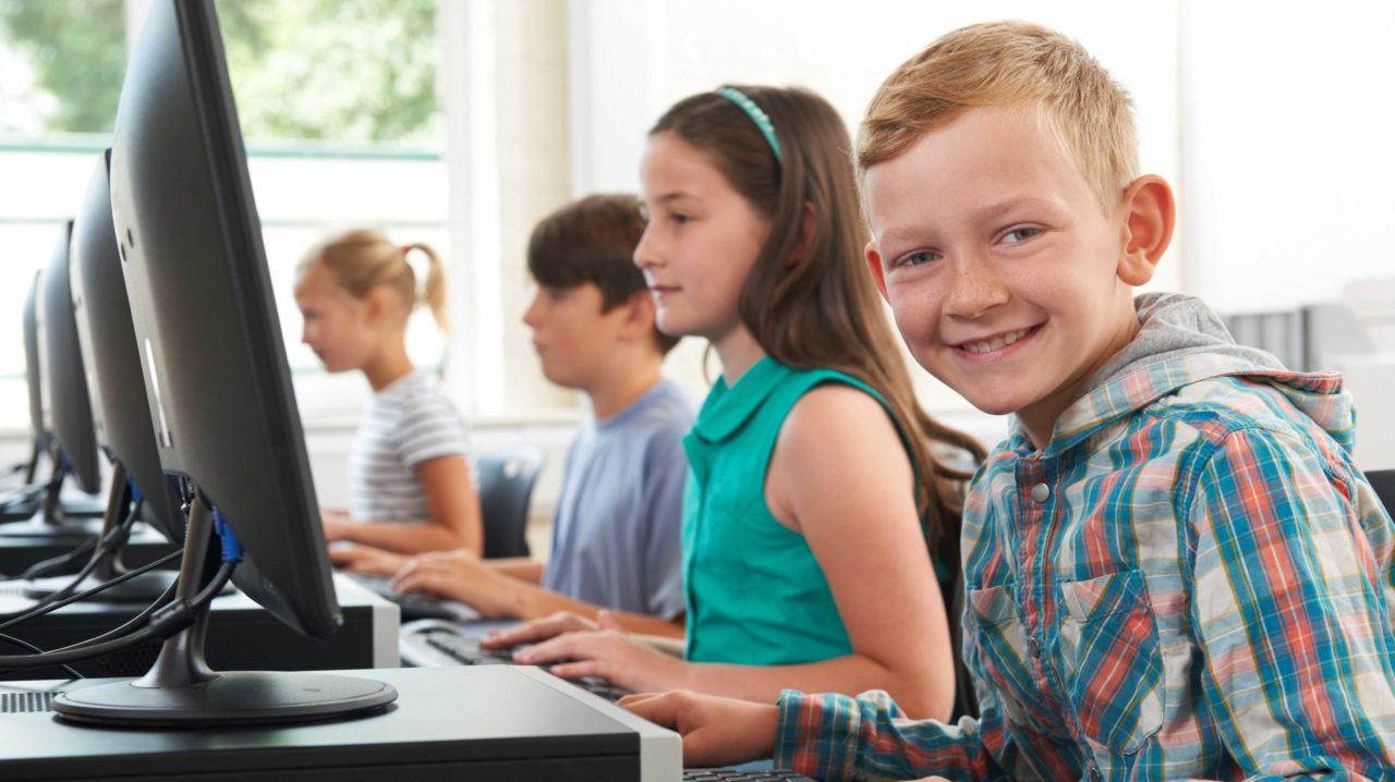 Elever ved computere i undervisningen