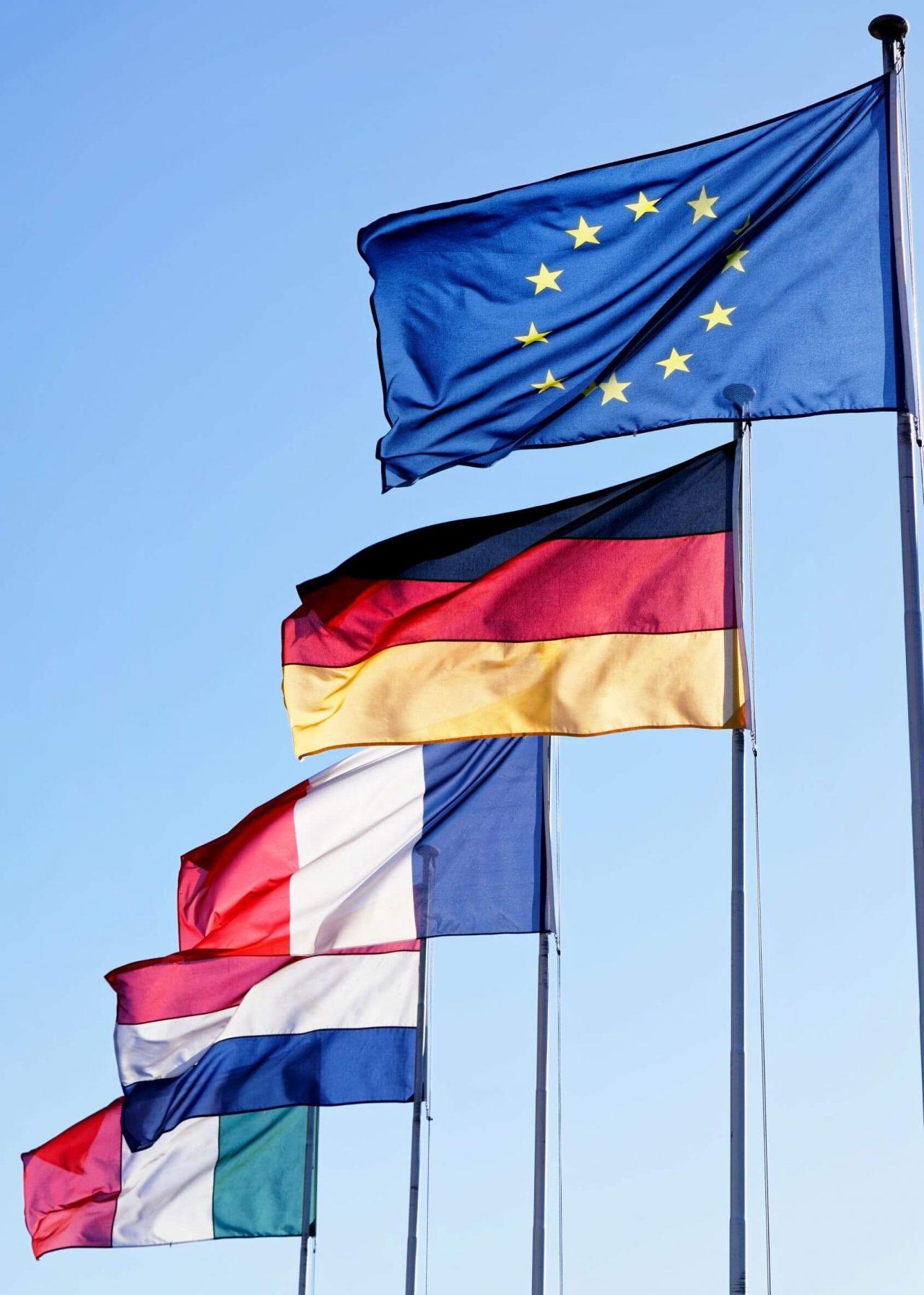 Flagstænger med EU-flaget med flere